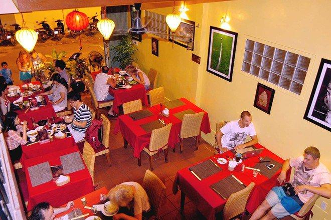 Những nhà hàng thu hút khách Tây