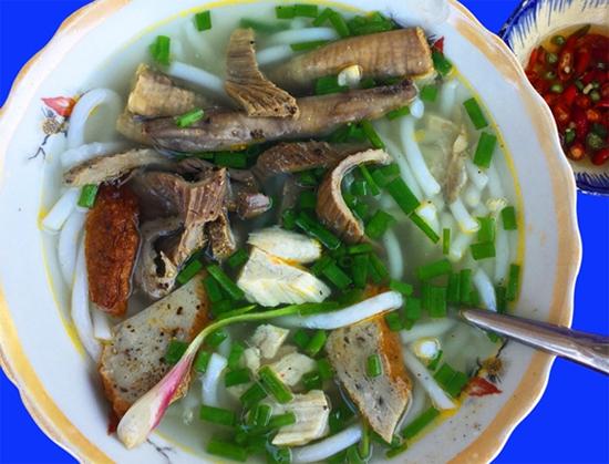 Bánh canh lòng cá ngừ